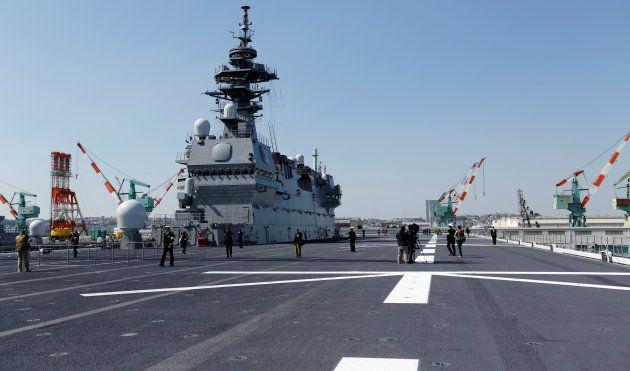護衛艦「かが」の全通甲板