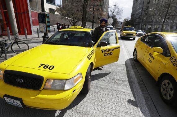 11歳少女、1500km離れた街に住む少年に会いたくてタクシーに乗る