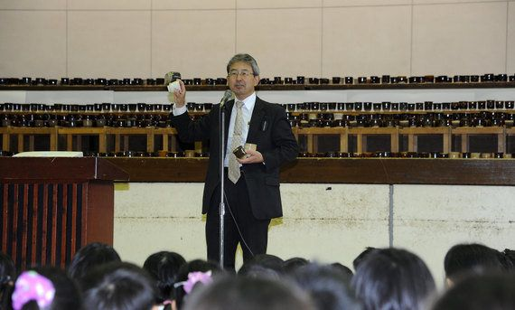 「水泳10万メートル」「全児童の湯飲み製作」ある小学校長が果たした子どもとの約束