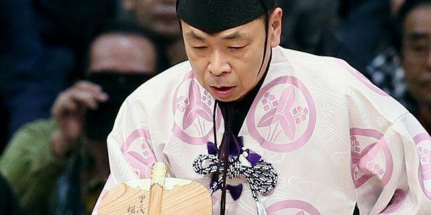 2015年の大相撲九州場所11日目/土俵に立つ第40代式守伊之助