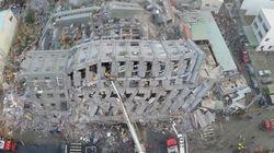 【台湾大地震】ドローンがとらえた16階建てマンション倒壊現場(動画)