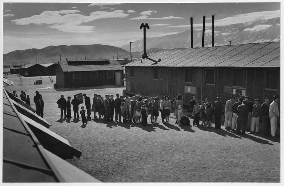 マンザナー日系人強制収容所の光景が、アメリカ合衆国史の「闇」を映し出す