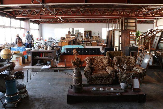 リビセンの2〜3階では、解体現場からレスキューしてきた古道具の販売も
