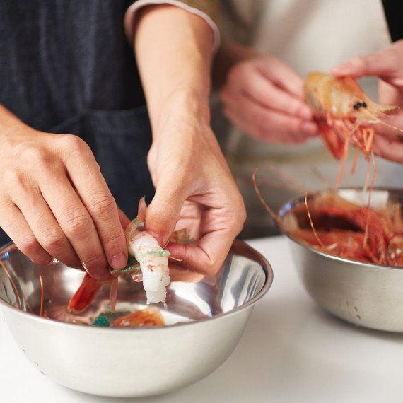 4時間かける「究極の炊き込みごはん」~刺身用ボタンエビとホタテを贅沢使い~