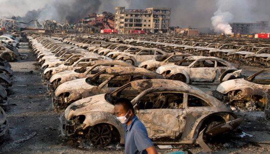 天津大爆発、死者112人に。いまだ被害の全貌見えず(画像)