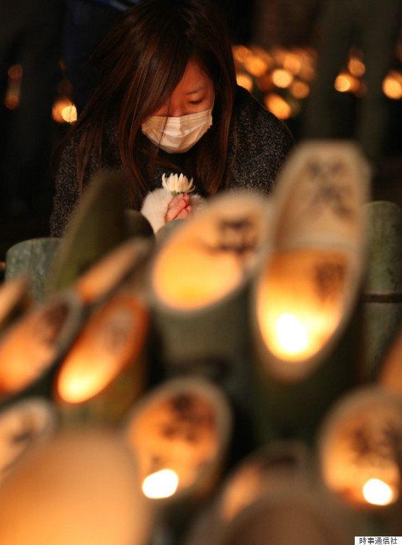 阪神大震災から22年 神戸・東遊園地に浮かぶ「1995 光」【ライブ中継】