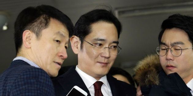 Lee Jae-yong (C) vice chairman of Samsung Electronics, arrives to be questioned as a suspect in a corruption...