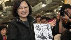 【蔡英文氏】台湾版コミケに次期総統がやって来た。萌えキャラに笑顔