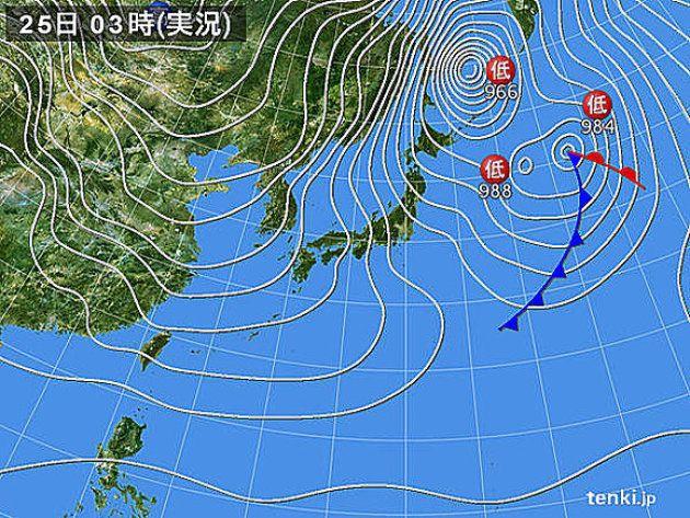 きょうも、日本付近は冬型の気圧配置となり、寒気が居座るでしょう。北西の季節風が強く、日本海側では大雪や猛ふぶき、海上は高波に警戒が必要です。全国的にこの冬最も気温の上がらない所が多く、厳しい寒さが続くでしょう。