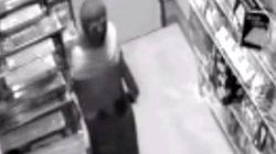 アラスカに忍者が出現 監視カメラの前で堂々と刀を盗む(動画)