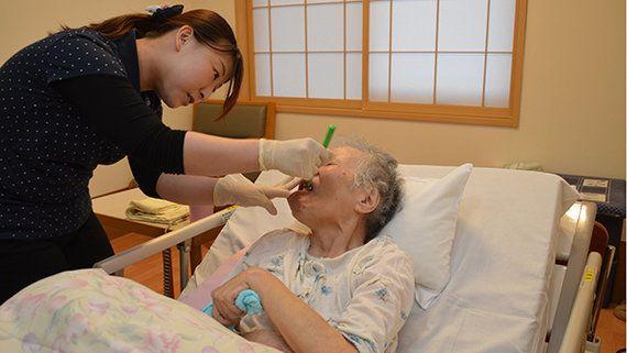 誤嚥性肺炎の入院をゼロにした富山市の特養 口腔ケアの3技法とは