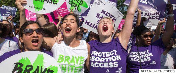 トランプ氏、中絶規制が強まる可能性を示唆「女性は中絶を認めている州に行かなくてはならない」