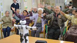 デイサービスに広がるロボット レクや体操のメニューが大幅増