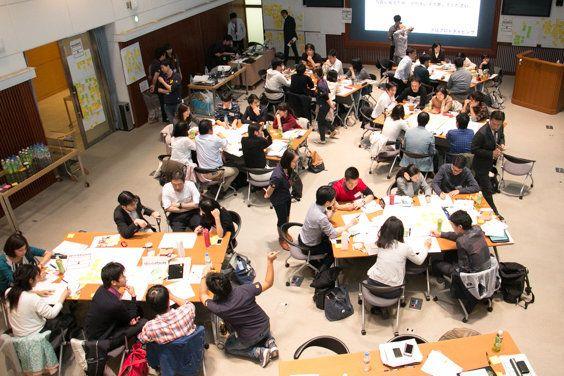 現役の新聞記者と一般参加者が社会課題を議論し、考え、解決を目指す。「未来メディアキャンプ」