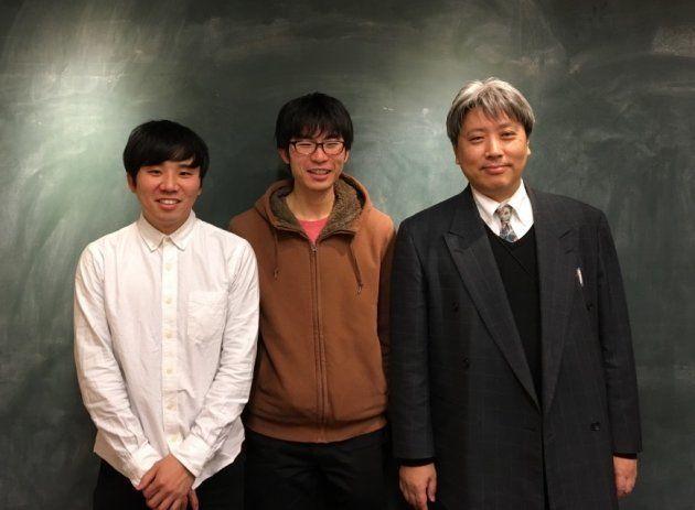 左から、防災観光ふろしきプロジェクトメンバーの石井さん、芝浦工業大2年の渡部雄貴さん、土肥さん