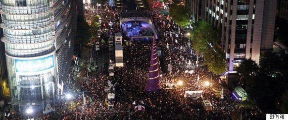 韓国・ソウル、100万人が埋め尽くした街 大統領辞任求める「歴史的な集会」の夜(画像集)