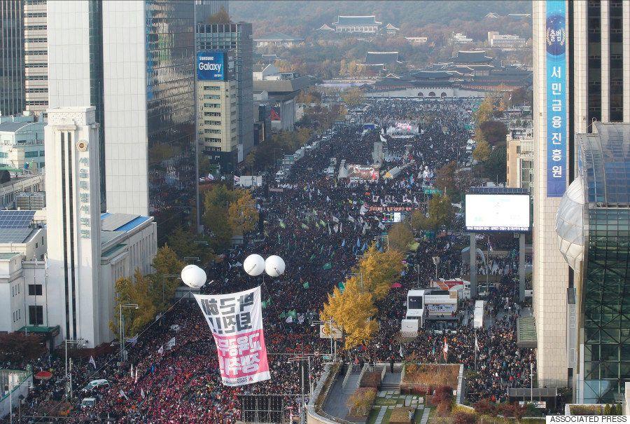 韓国で100万人のデモ 朴槿恵大統領の退陣求め「2000年代で最大規模」(動画・画像)
