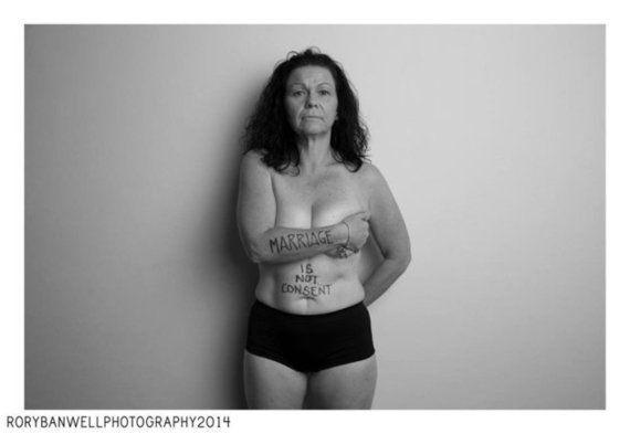モノクロ写真で表現する性暴力・DVへの抗議 「自業自得なんかじゃない」