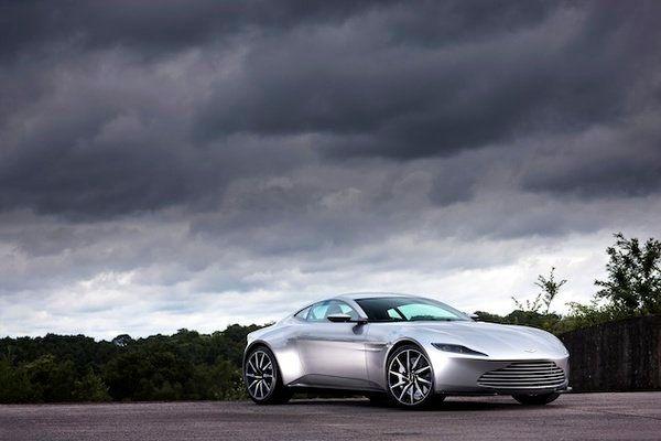 『007スペクター』のボンドカー、アストンマーティン「DB10」がオークションに