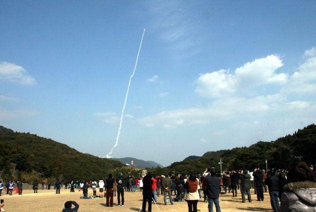 午後2時3分に打ち上げられた「SS-520」5号機(宮原ロケット見学場にて)