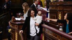 国会に赤ちゃんを連れてきたのは、スペインの政治家が初めてではない。世界各国での動きは?
