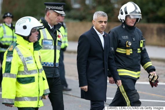 ロンドンで路面電車の脱線事故 7人死亡、51人負傷「今後も死者増える恐れ」