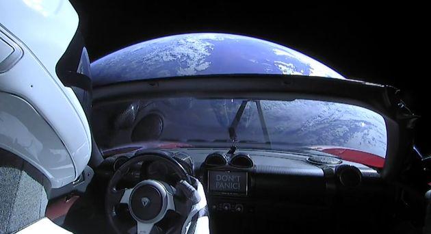 (アップデート)スペースXの「世界最強」ロケット、歴史的達成 地球の映像と内部の写真を公開