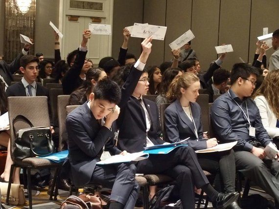 高校生、模擬国連で「世界」と出会う