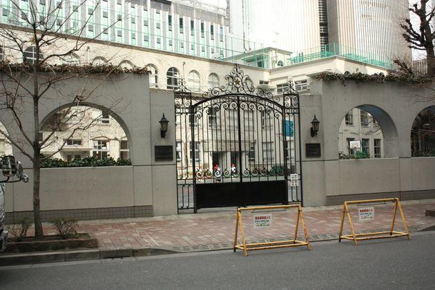 東京都中央区立泰明小学校。銀座の繁華街に建つ