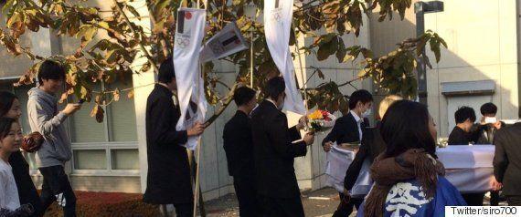 「佐野研二郎氏の葬儀」多摩美術大学のパフォーマンスは無許可だった【UPDATE】