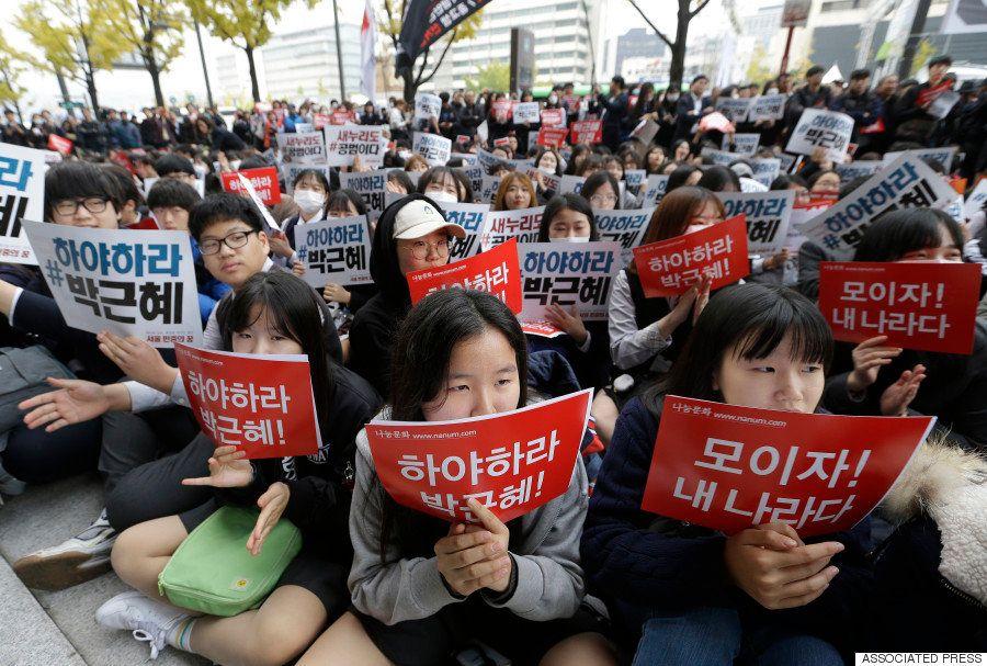 韓国・ソウルに20万人の光の波 朴槿恵大統領の退陣求め2回目のろうそくデモ(画像集)