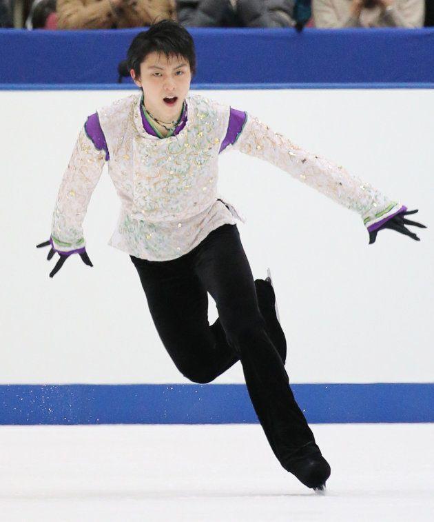 男子フリーの演技をする羽生結弦(ANA)=2015年11月28日、長野・ビッグハット