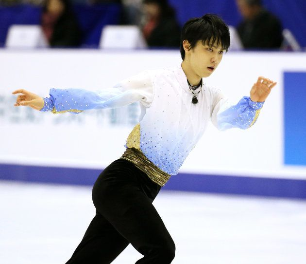 フィギュアスケート男子ショートプログラム(SP)で演技する羽生結弦(ANA)=2015年12月25日、北海道・札幌市の真駒内セキスイハイムアイスアリーナ