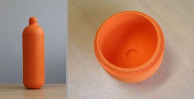 経口補水液を作れる水筒の「SUI+(スイト)」。底を利用して塩と砂糖の量が測れるようになっている