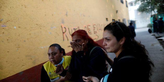 地震後の人々(メキシコシティ=2018年2月16日)