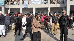 パキスタンの大学で武装勢力が銃乱射、少なくとも21人死亡