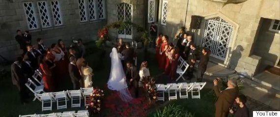 滝でプロポーズ、最悪の事態に(動画)