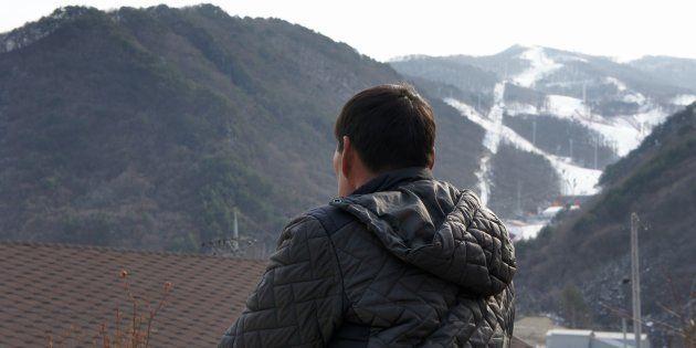 アルペン競技場整備で失われたふるさとについて話す住民=2018年2月18日、韓国・チョンソン郡