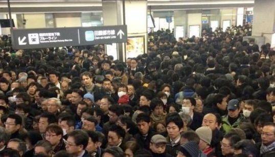 入場規制でJR・私鉄が大混乱 関東の雪、通勤客を直撃【画像】