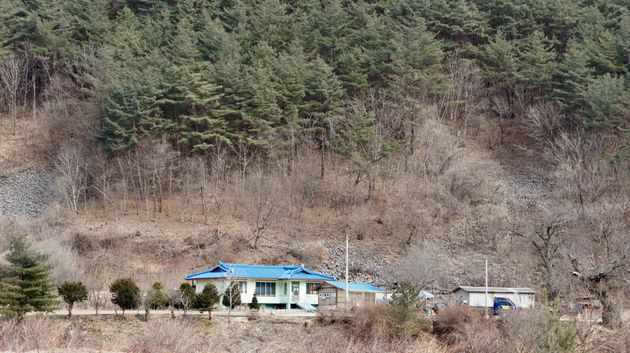スガム集落周辺に残る、オリンピック開発の影響を受けなかった住宅=2018年2月18日、韓国・チョンソン郡