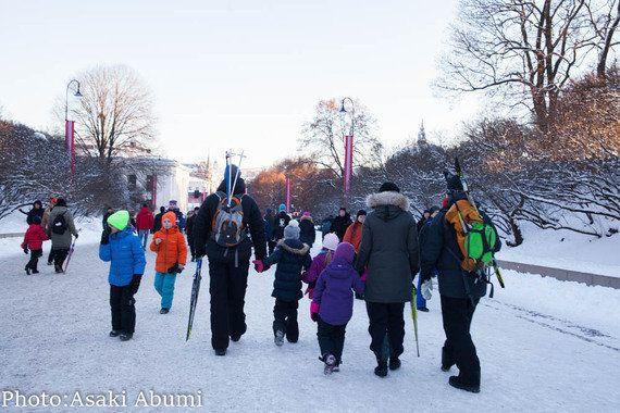 王妃が王宮前でスキー!国民との距離が近いノルウェー王室、その魅力とは