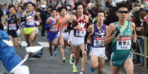 箱根駅伝、ランナーが車に轢かれそうになる