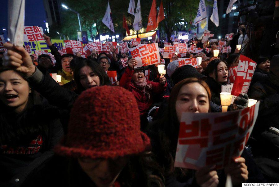 「朴槿恵は退陣せよ」韓国で大統領辞任求めるデモ、3万人がソウルの道路を埋め尽くす(画像集)