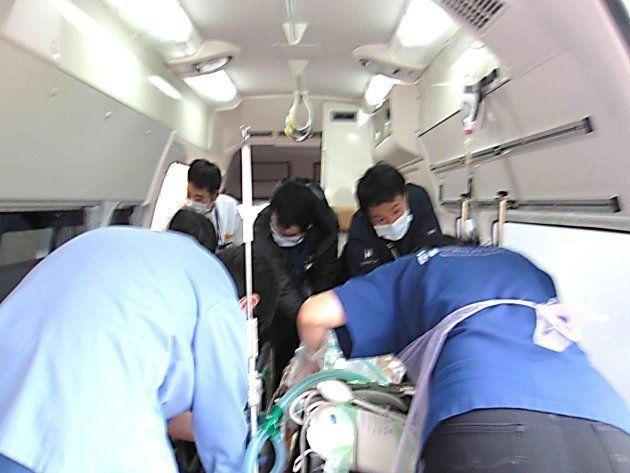 ドクターカーの車内=国立成育医療研究センター提供