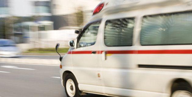 国立成育医療研究センターは他の病院からの依頼による緊急の転院搬送も受け入れており、特に重症の患者のときは専門の搬送チームが出動する=同センター提供