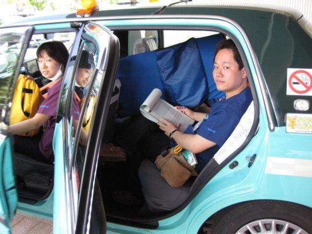 かつてはタクシーで転院搬送していた。ベテランドライバーが丁寧に運転してくれたという=国立成育医療研究センター提供