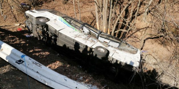 軽井沢スキーバス転落、14人死亡 運行会社は2日前に運行停止処分(UPDATE)