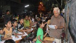 スラム街の子供たちに読み書きを教える男性は、あなたに1つのお願いをした