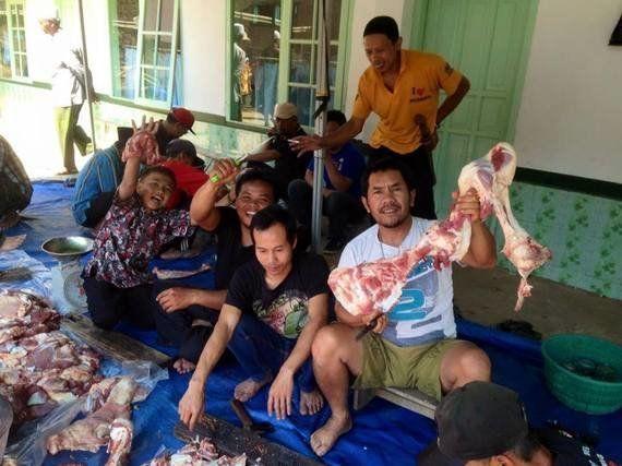 「喜捨」用の牛やヤギ、オンライン販売も登場 伝統の犠牲祭でイスラム教を体感