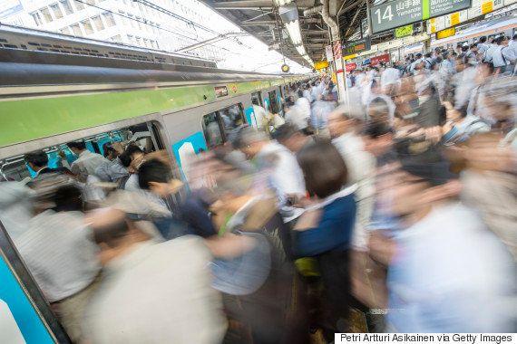 日本社会を通勤電車の混雑率で測ってみた【これでいいの20代?】